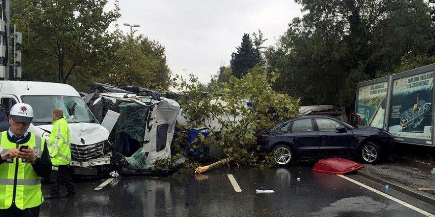 Beton mikseri araçların üzerine devrildi: 1 ölü, 7 yaralı