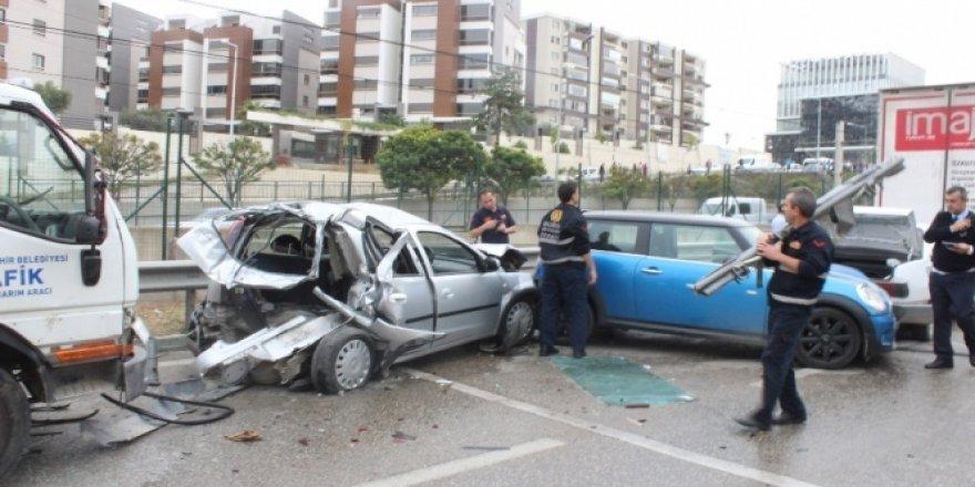 Bursa'da 9 araç birbirine girdi, 9 kişi yaralandı