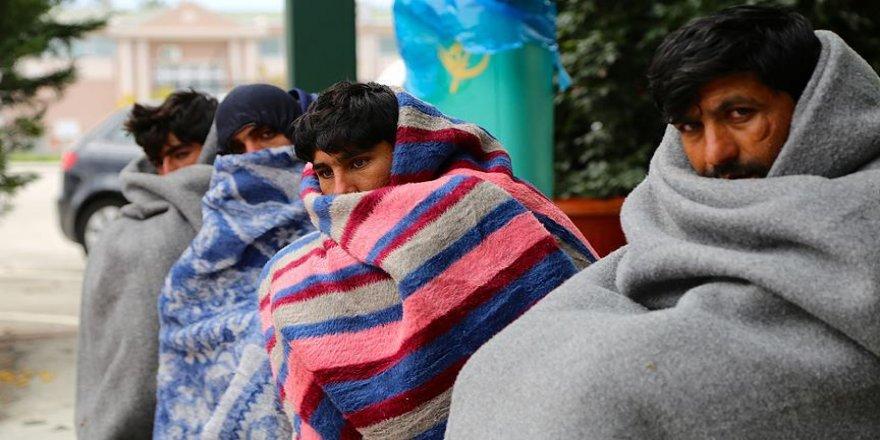 Sığınmacıların Macaristan'a yürüyüşü sürüyor