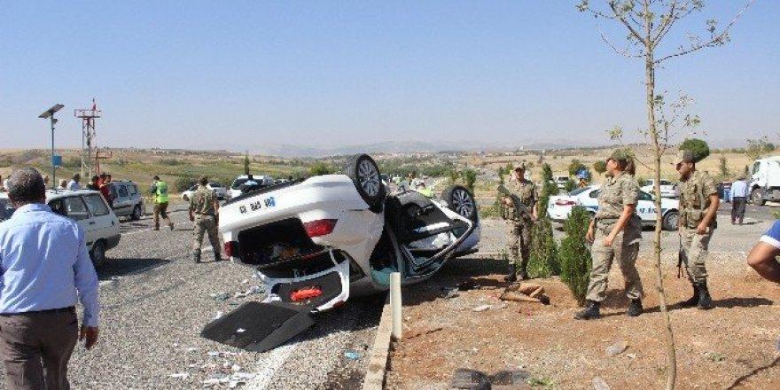 Kazazedenin yakını ambulansın camını kırdı