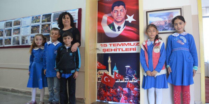 15 Temmuz şehitlerinin fotoğrafları sınıflara asıldı