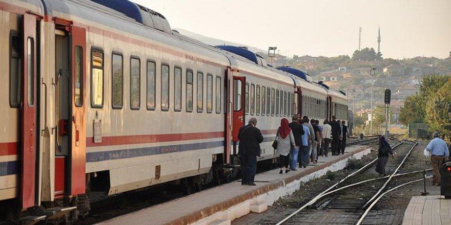 Şüpheli çanta ihbarı üzerine yolcu treni tahliye edildi
