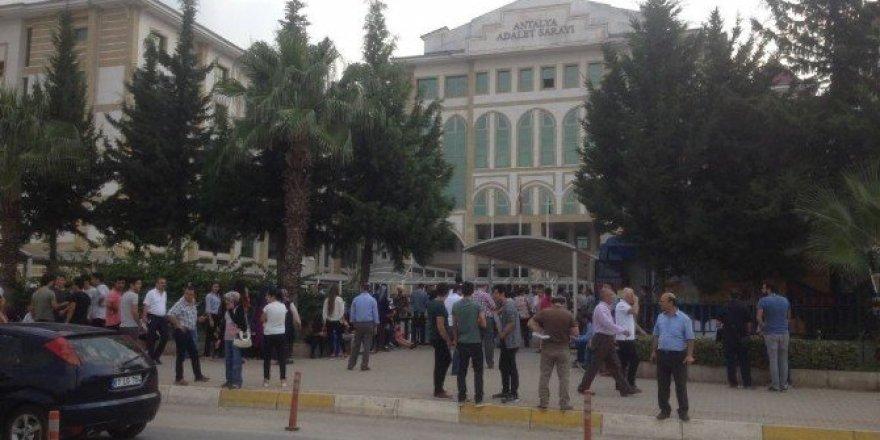 Antalya Adliyesinde canlı bomba alarmı