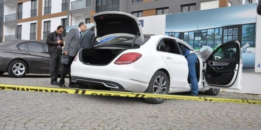 Lüks otomobilinde intihar etti
