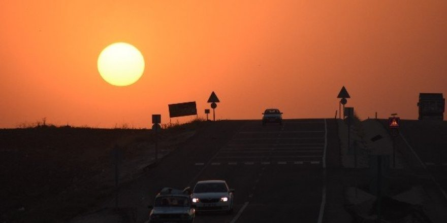 Nusaybin'de tarihi İpek yolunda gün batımı