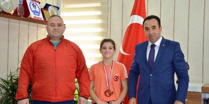 Bilecikli başarılı halterci Türkiye 3'üncüsü oldu