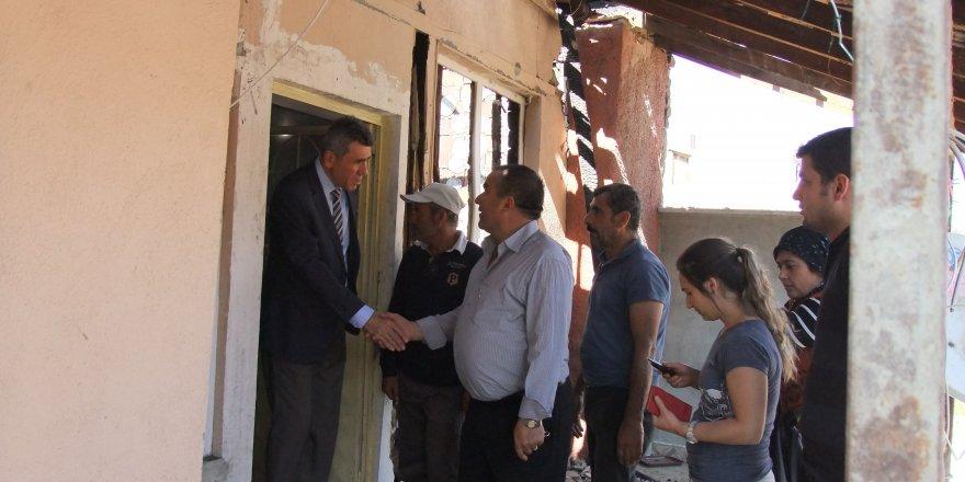 Akşehir Kaymakamı Yalçın Sezgin evi yanan aileyi ziyaret etti