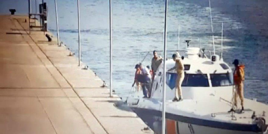 Amirallerin donanmadan kaçma anı kameralara yakalandı
