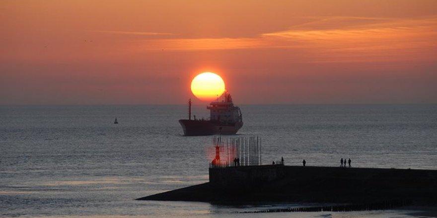 'İran'a ait iki gemi Husilere silah mı taşıyor?