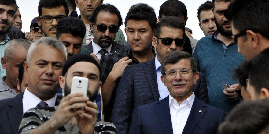 Davutoğlu'na Konya'da yoğun ilgi