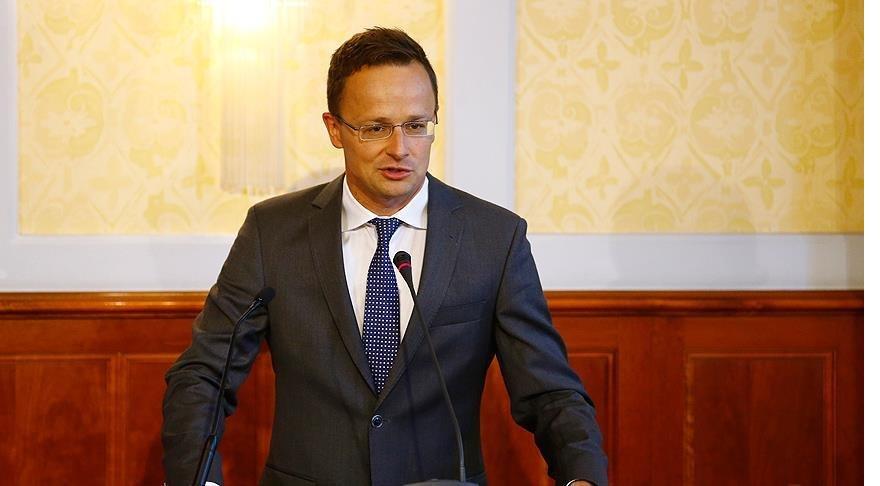Macaristan'dan AB Komisyonu Başkanına 'referandum' tepkisi