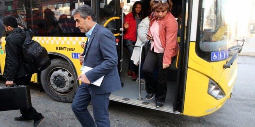 İETT'nin müdürü Makam aracını bıraktı, otobüse bindi
