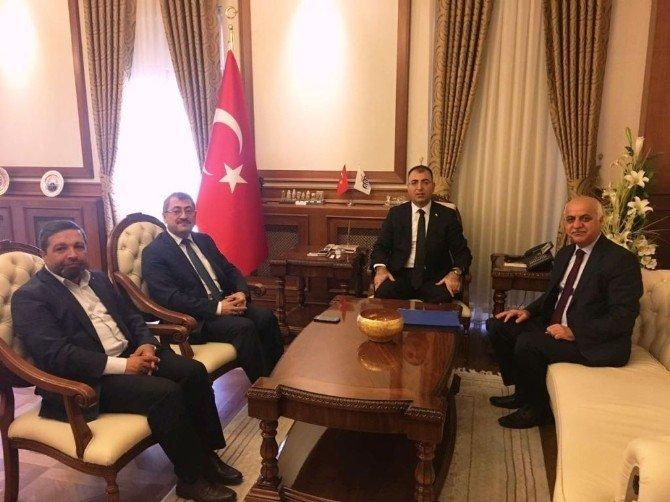 Vali Toprak Umre Daire Başkanı Çapcı ile bir araya geldi