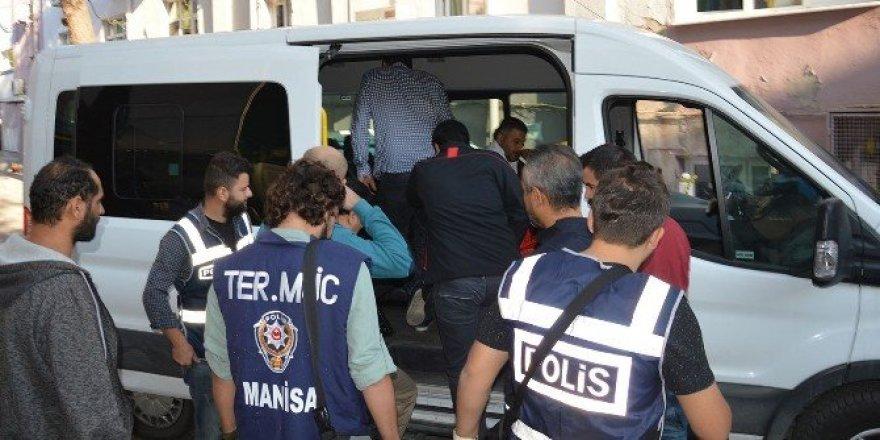 Manisa'da 13 polis tutuklandı