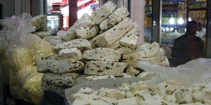 Van'ın meşhur otlu peyniri kışa hazır