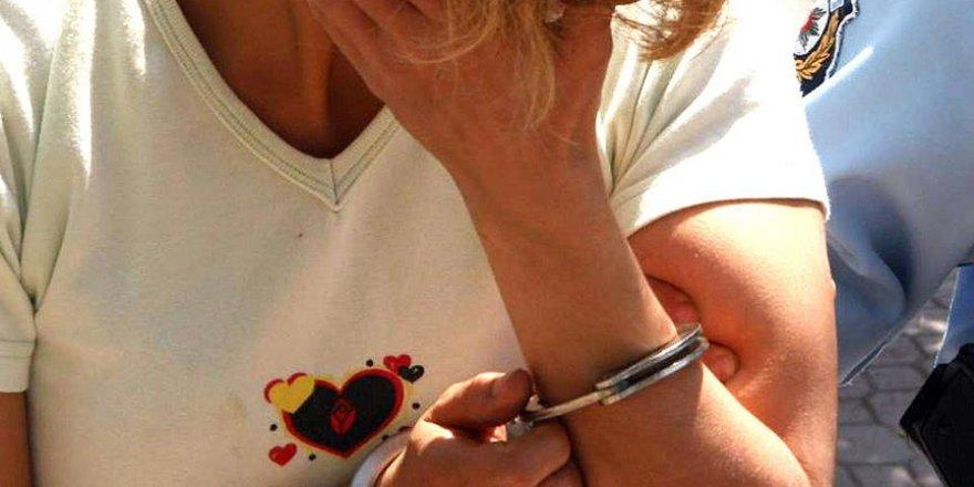 Minibüsün gizli bölmesinden 2 kadın terörist çıktı