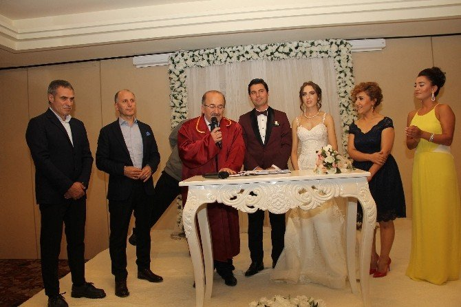 Muharrem Usta ve Ersun Yanal nikah şahitliği yaptı