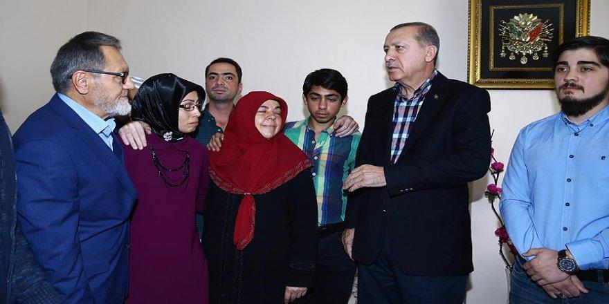 Erdoğan 15 Temmuz'da şehit olanların ailelerini ziyaret etti