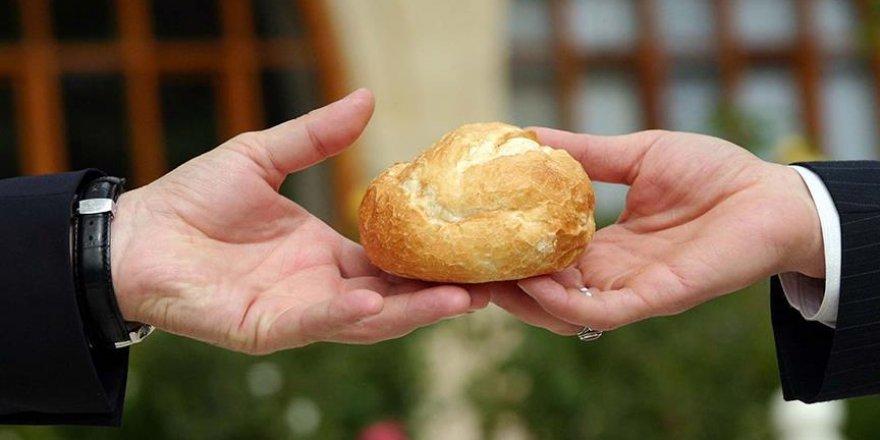 FETÖ üyeleri önemli bilgileri 'ekmek arası'na saklamış