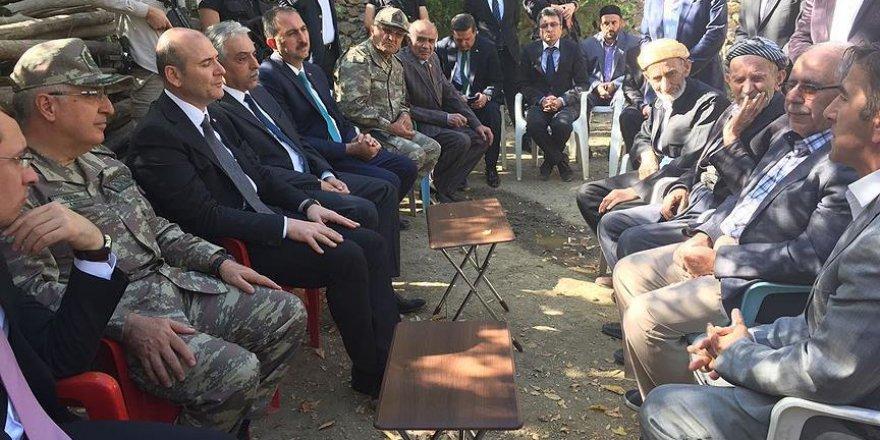 Soylu, şehit Fırat'ın ailesine taziye ziyaretinde bulundu