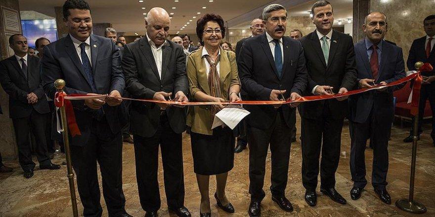 'Pir-i Türkistan Hoca Ahmet Yesevi'den Renkler' sergisi açıldı