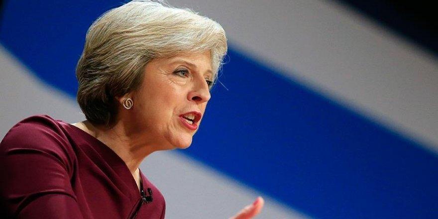 İngiltere Başbakanı May'e 'tiranlık' suçlaması