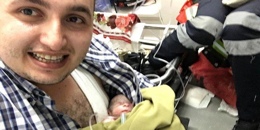 Ambulansta doğdu doktorun koynunda hastaneye yetiştirildi