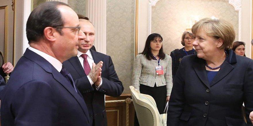 Hollande, Putin ve Merkel ile telefonla görüştü