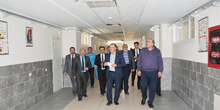 Kütükcü, organize sanayi bölgesindeki okulu ziyaret etti