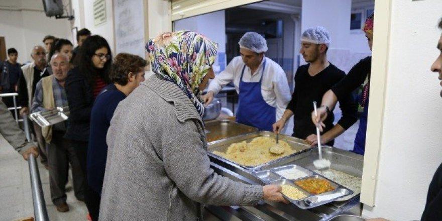 Ulutaş, Cem evinde iftar programına katıldı