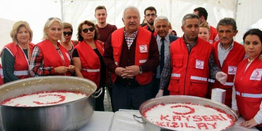 Kızılay bin 500 kişilik aşure dağıttı