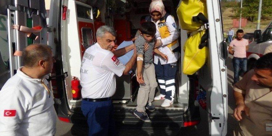Yedikleri yemekten zehirlendiği iddia edilen 50'den fazla öğrenci hastaneye kaldırıldı