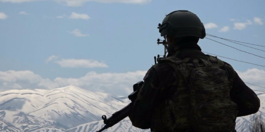 Van'da kalleş tuzak: 2'si ağır 8 asker yaralandı