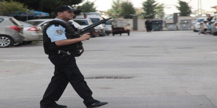 """Orduevi önünde """"peçeli uzun namlulu erkek"""" alarmı"""