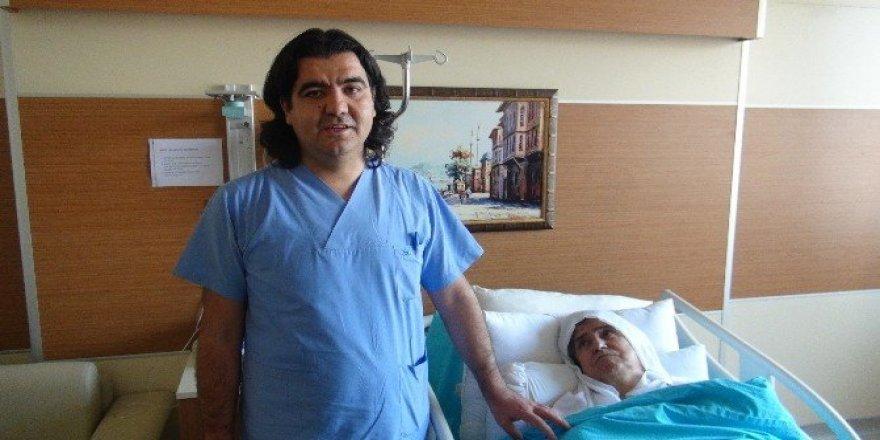 74 yaşındaki hastaya kalp pili takıldı