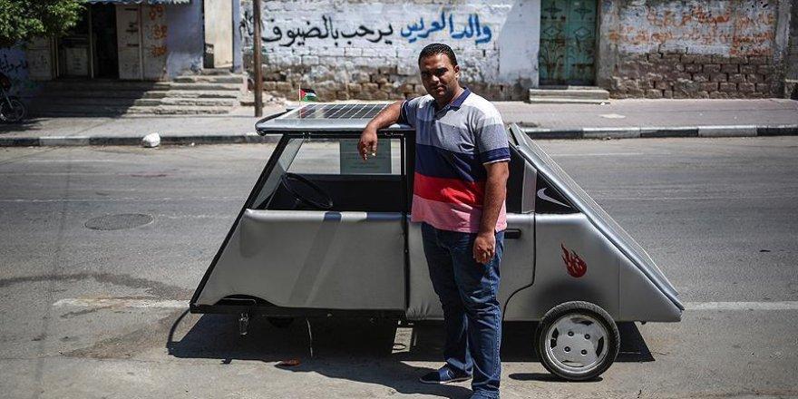 Gazze'nin ilk güneş enerjili aracını yaptılar