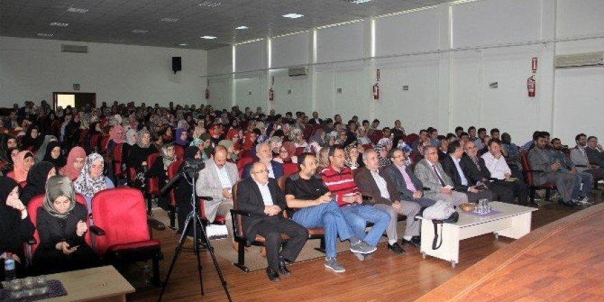 İlahiyat Fakültesinde okuma yöntemleri konulu konferans verildi