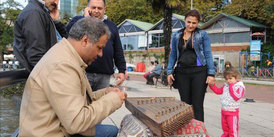 Fars, Arap ve Türk musikisine santur ile hayat veriyor