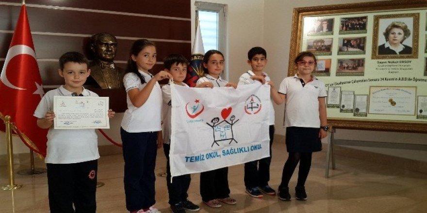 Gaziantep Kolej Vakfı İlkokulu'na beyaz bayrak