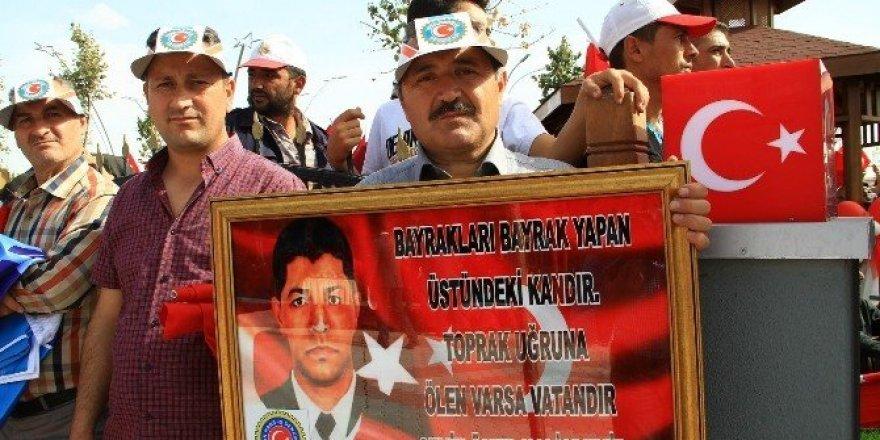 Çukurkuyu halkı Şehit Ömer Halisdemir'i anlattı