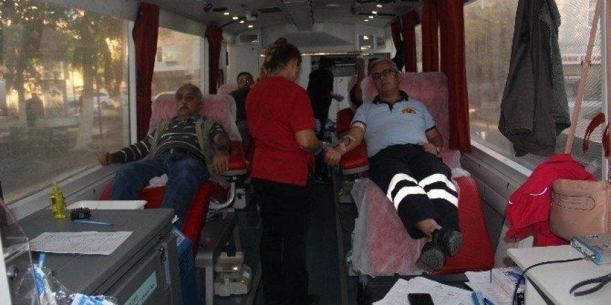 55 ünite kan toplandı