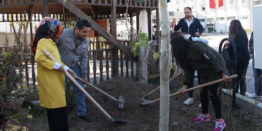 Özel Harekat Daire Başkanlığı bahçesine şehitler anısına fidan dikildi