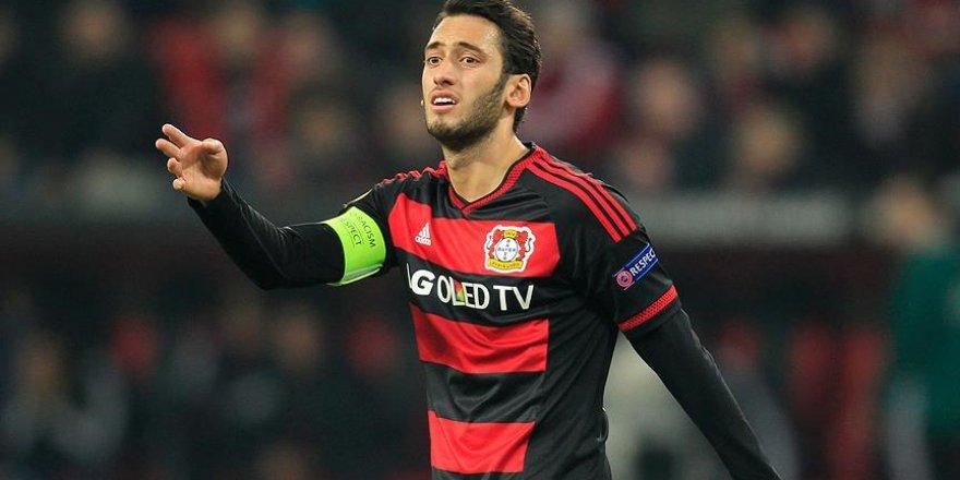 Hakan Çalhanoğlu'nun golü Leverkusen'e yetmedi