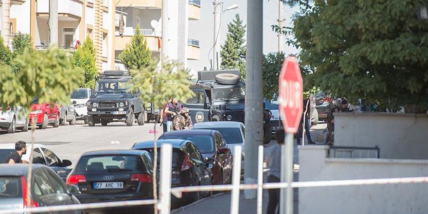 Yakalanacağını anlayan teröristler kendilerini patlattı! 3 Şehit