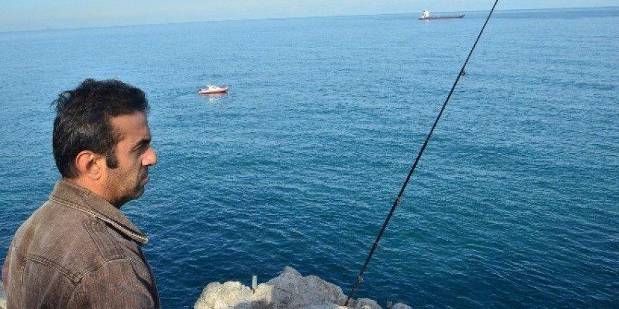 Balık tutarken denize düşen amatör balıkçıyı arama çalışması sürüyor