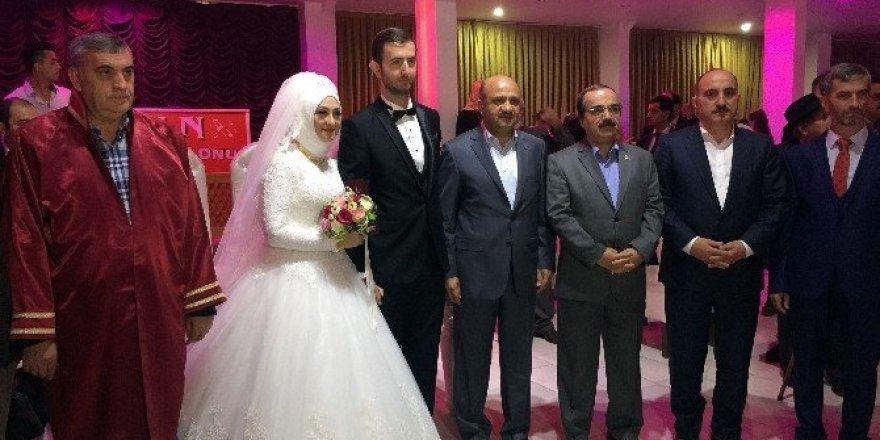 Milli Savunma Bakanı Fikri Işık, Sakarya'da nikah şahidi oldu