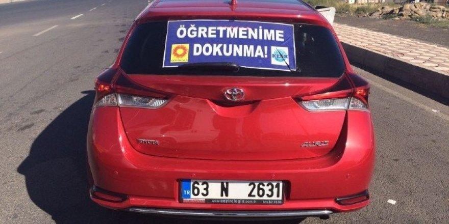 Otomobiline afiş asan kadın gözaltına alındı