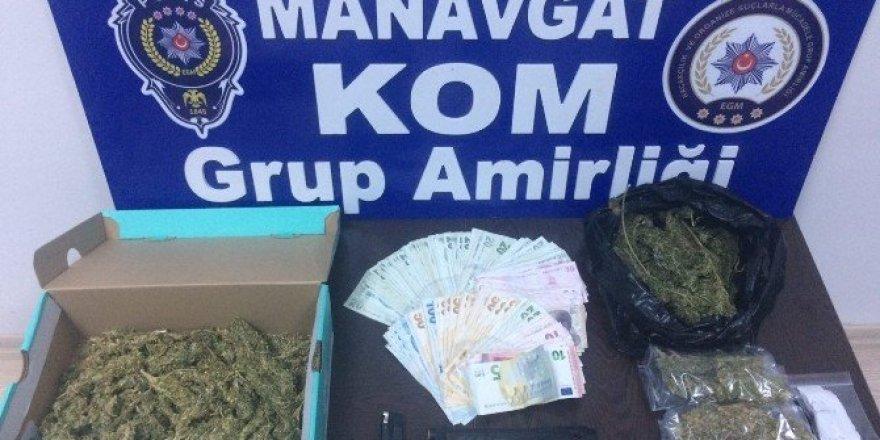 Manavgat'ta 389 gram esrar ele geçirildi