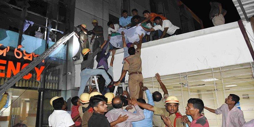 Hindistan'da hastanede yangın: 23 ölü
