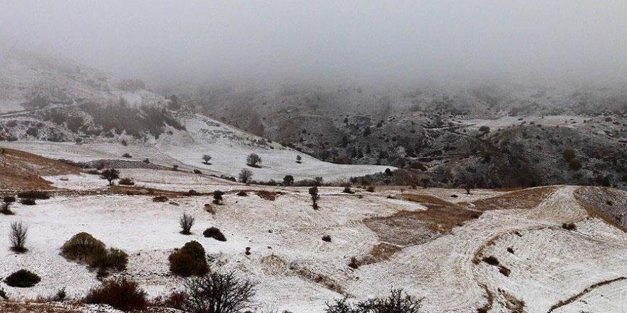 Sarıkamış'ta kar 15, Cıbıltepe Kayak Merkezinde 13 santimetre